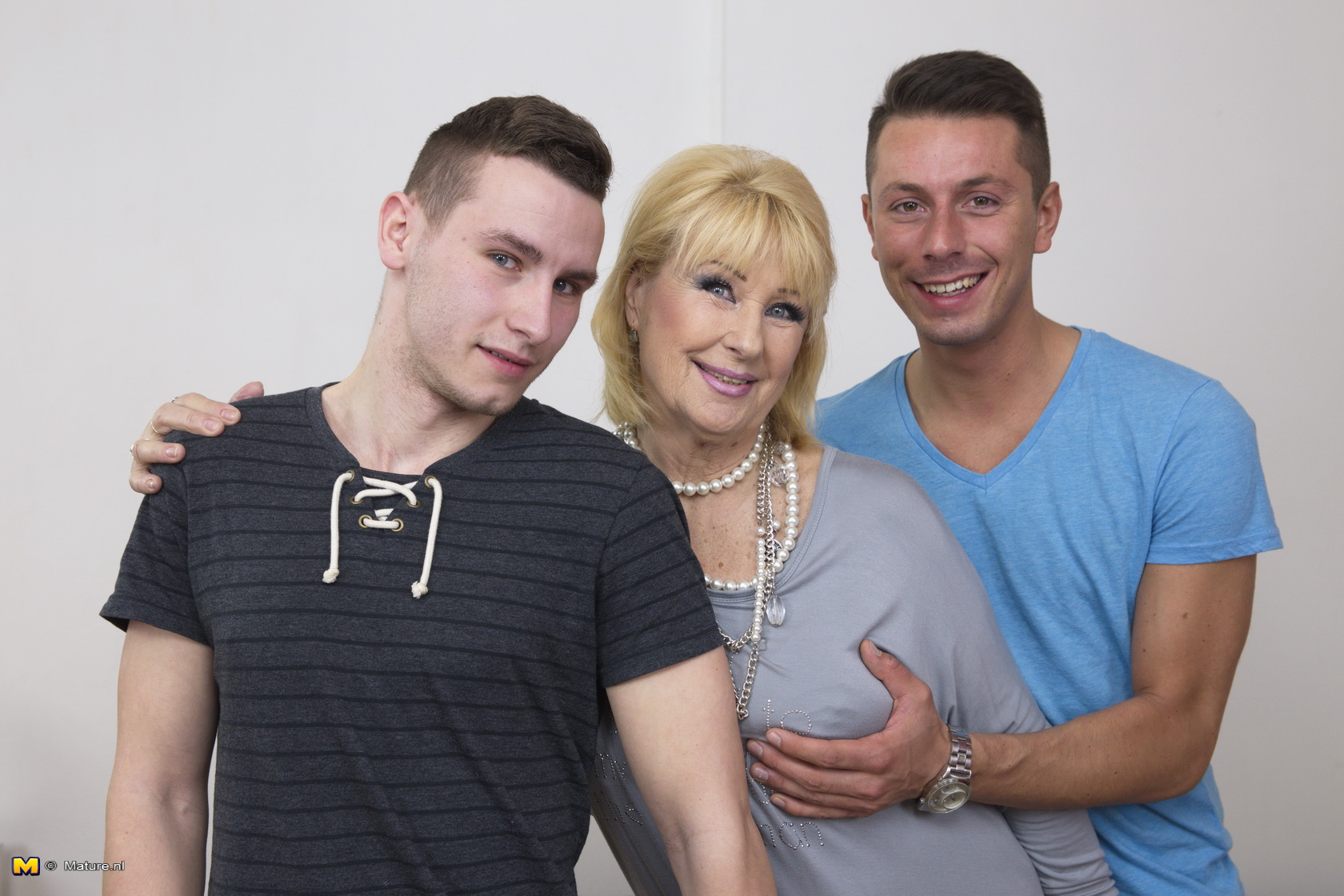 with porn Mom two boys